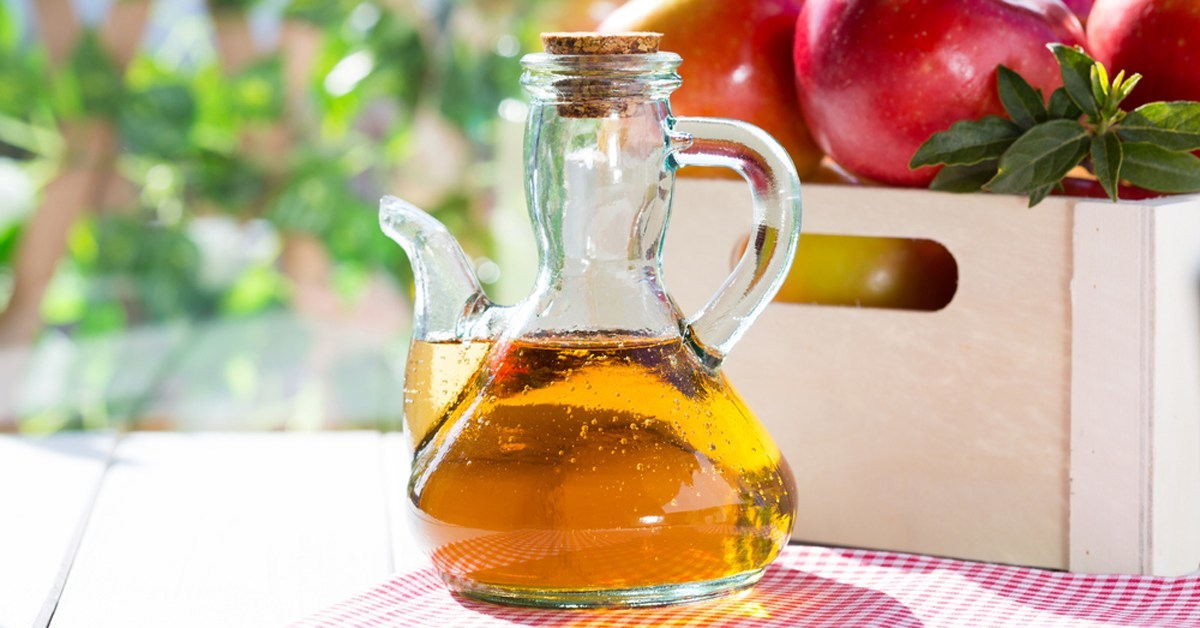 apple cider vinegar lowers blood sugar and body fat