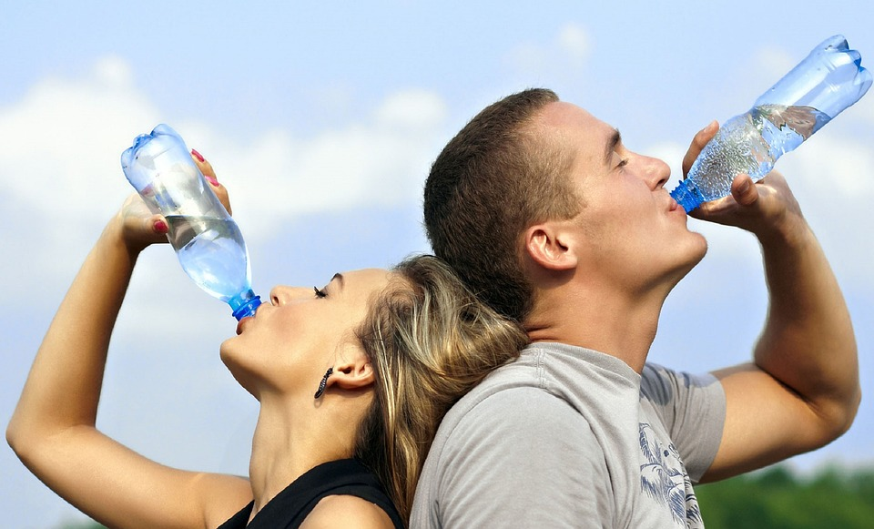 drinking water cuts calories and helps you lose weight